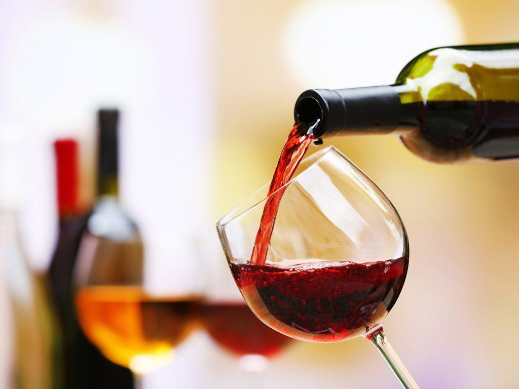 Трик со кој ќе го оладите виното
