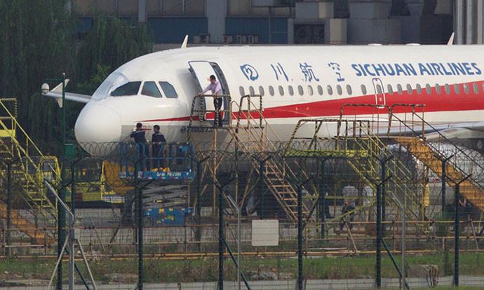 """Пилот приземјил """"ербас 319"""" на кој му пукнало стакло во кабината на висина од 10.000 метри"""