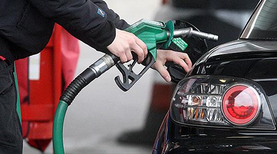 РКЕ: Бензинот поевтин за 4,5 денари, а дизелот за три