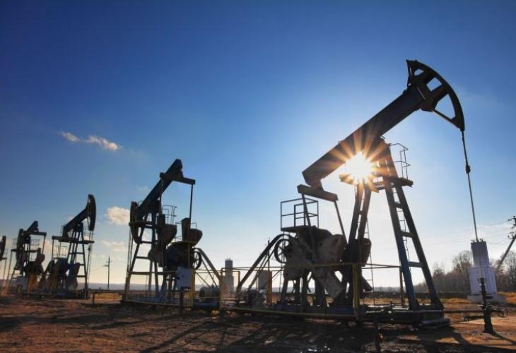 Политичките кризи ја дигнаа цената на нафтата на 80 долари за барел