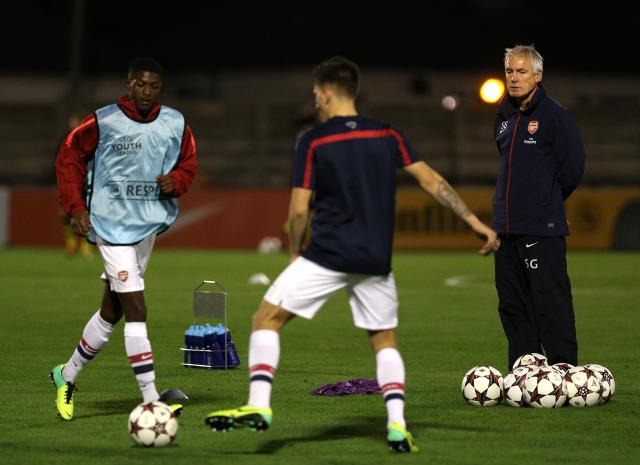 Суспендирани тренери на Арсенал поради злоставување играчи