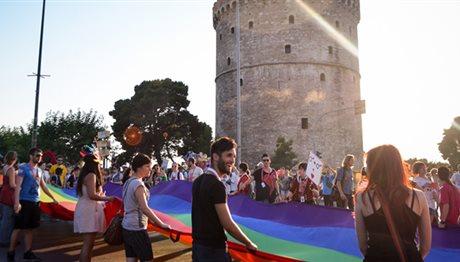 СОЛУН: Четворица Грци уапсени зашто фрлиле учесници на геј парада во морето