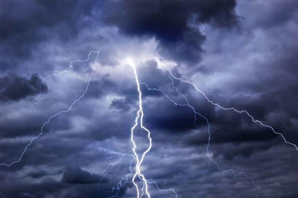 Време: Жежок ден со пороен дожд за освежување попладне