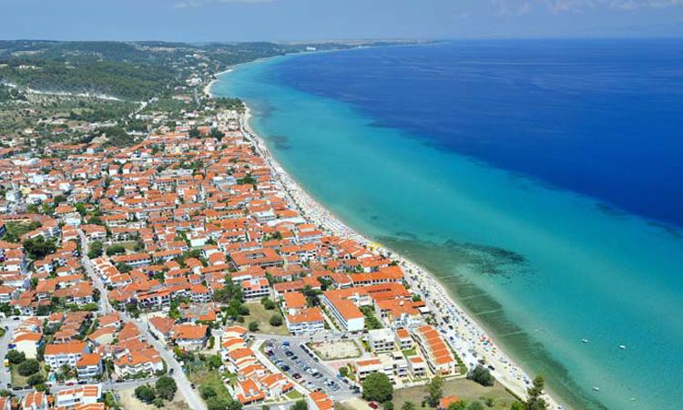 КОРОНА ЛЕТО ВО ГРЦИЈА: Српски туристи тргнале на плажите на Халкидики завршија во карантин и в болница