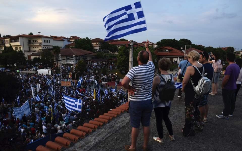 Протестите во Грција поминаа мирно, а полицијата не дозволи нив да ги следат македонски новинари