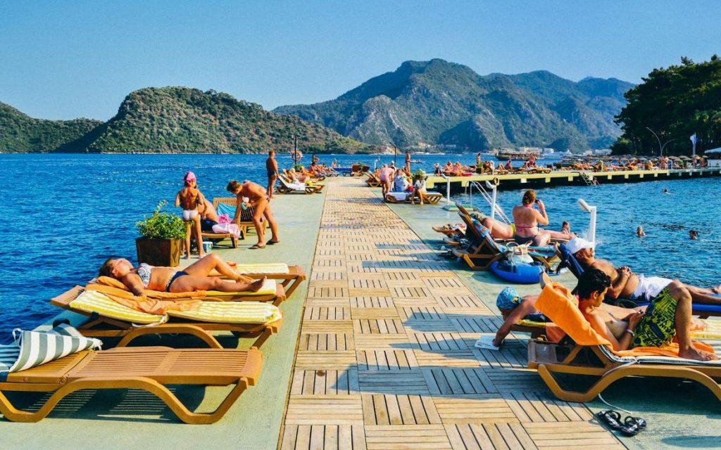Грција останува топ дестинација за летување, голем интерес и за Турција