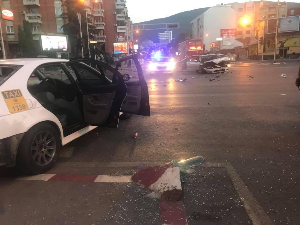 Две лица потешко и шест полесно повредени во 12 сообраќајки во Скопје