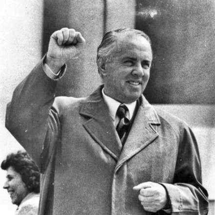 14 НОЕМВРИ 1982 – СТО ОТСТО ИЗЛЕЗНОСТ, САМО ЕДЕН ПРОТИВ: На Македонија и се подготвува гласање како во Енвер Хоџина Албанија