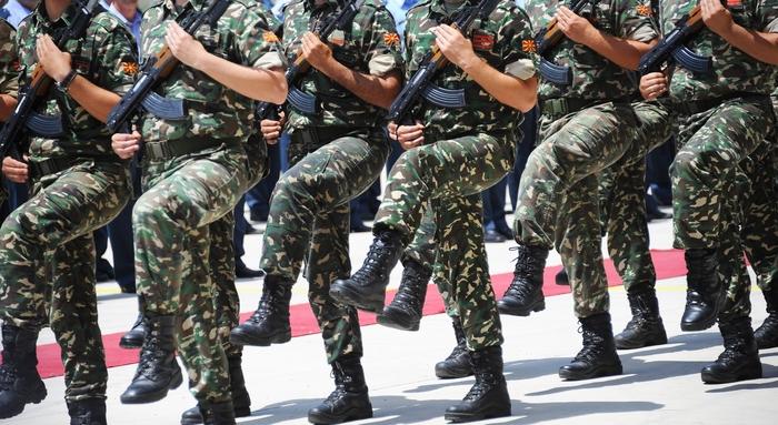 АРМ се спрема за НАТО, ама и недостигаат чизми и униформи
