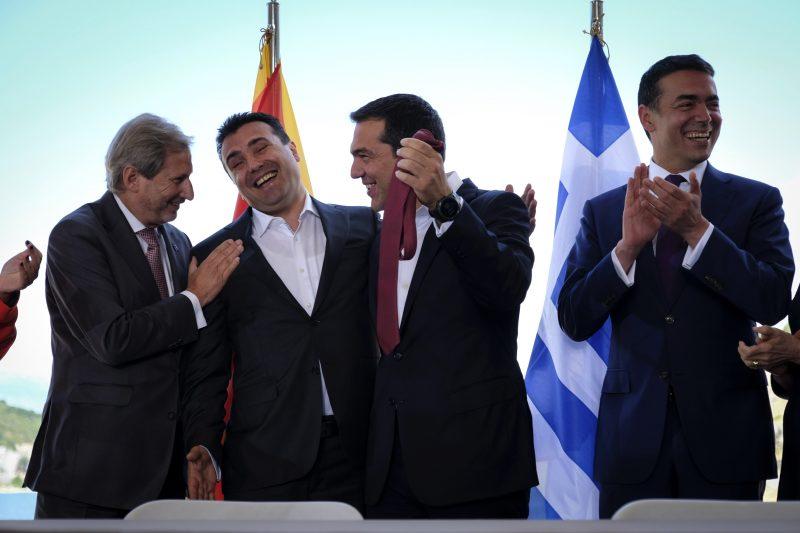 БИТКА ВО ГРЦИЈА ЗА ДОГОВОРОТ ЗА СЕВЕРНА: Кумуцакос го напаѓа Коѕијас, Ципрас го брани Заев