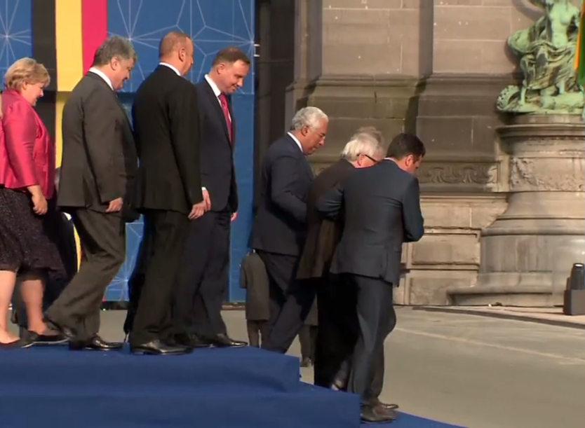 """Јункер """"лево-десно"""" на Самитот на НАТО (ВИДЕО)"""