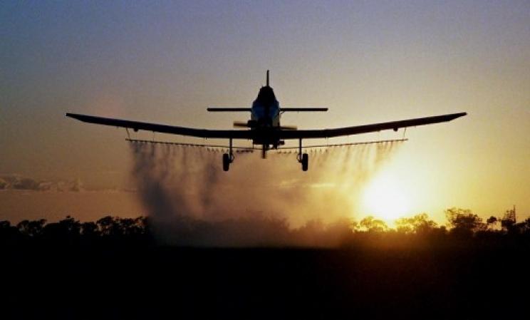 ЗАПРАШУВАЊЕ ОД ВОЗДУХ: Утре втор авионски напад на комарците во Скопје