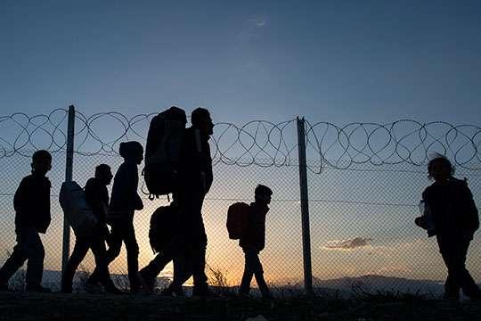Спасовски: Неделно по 500-600 илегални мигранти пробуваат да влезат во Македонија