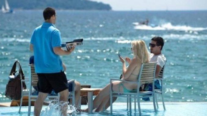 МЗ: На плажите и базените задолжително по протокол!