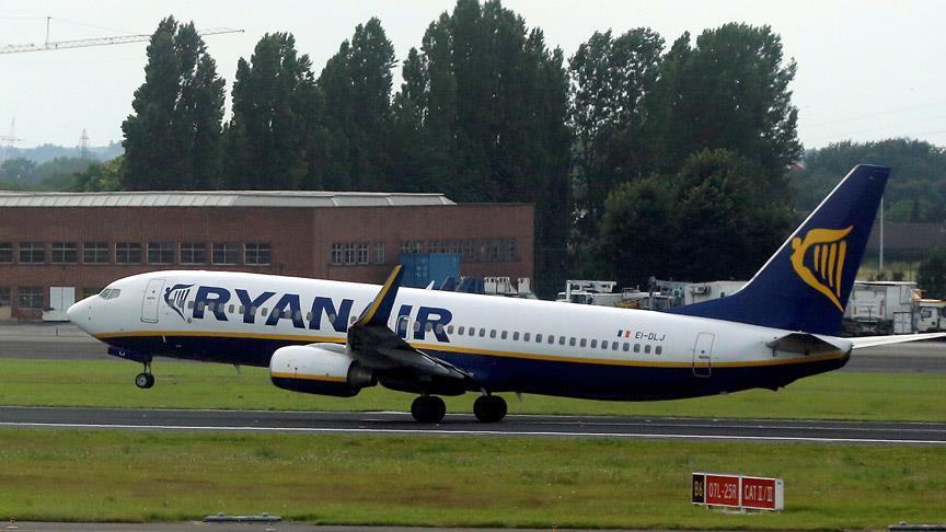 """Шпанија: Судот и забрани на авиокомпанијата """"Рајанер"""" да наплаќа рачен багаж"""