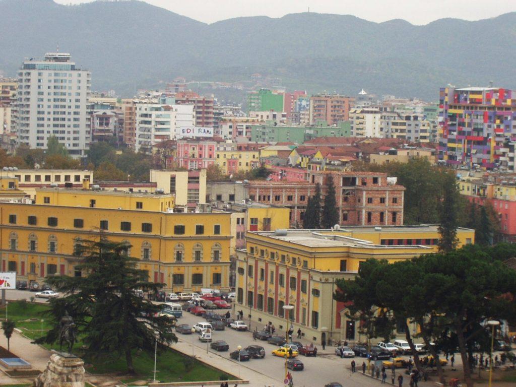 Албанија: Помалите градови се празнат, а во Тирана живее третина од Албанците