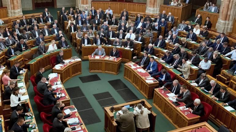"""Унгарски парламент: Едногласно """"за"""" Македонија во НАТО"""