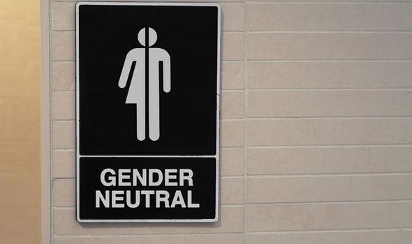 Трансџендер тоалетите во Home Office ги вознемирувале жените – мажите не ја затворале врата!