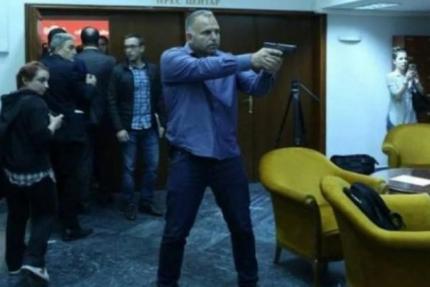 МВР: Спасовски му даде нов мандат на чело на БЈБ на Сашо Тасевски, бившиот телохранител на Заев кој извади пиштол во Собранието на Македонија