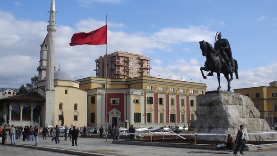 Албанија: Либерализиран пазарот на труд и за Албанците од Македонија