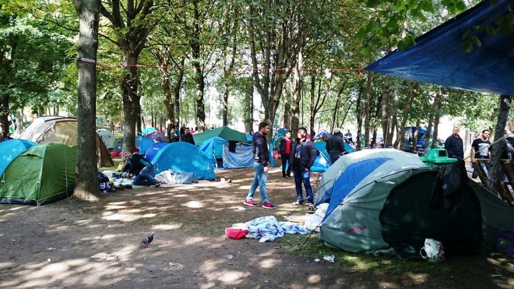 Бегалски камп во центарот на Брисел: Франкен бара мигрантите да се вратат дома