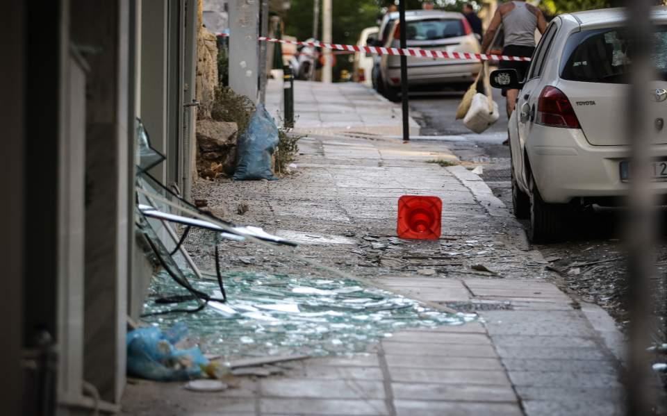 Бомба ја стресе Пиреја, нема настрадани