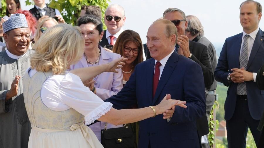 Шпекулации: Курц ја изолирал Кнајсел поради поклонувањето пред Путин?