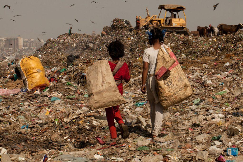 ЕКСПЕРТИ ОЦЕНУВААТ: Ковид-19 освен смрт носи и сиромаштија за 100 милиони луѓе во светот