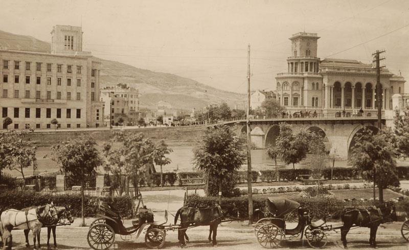 """Според """"Скопски гласник"""" од 1934 година (1):  Во Скопје дневно се пиело двапати повеќе алкохол отколку млеко!"""