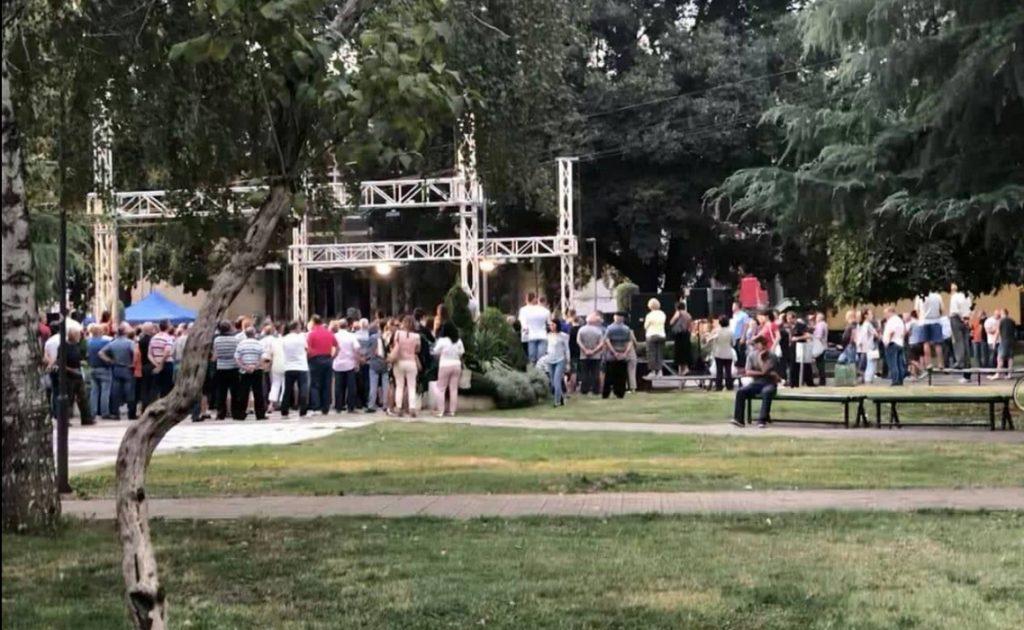 """Заев ја почна кампањата """"ЗА"""" со дебакл во Кочани – одвај 200 присутни, половина секојдневни минувачи"""