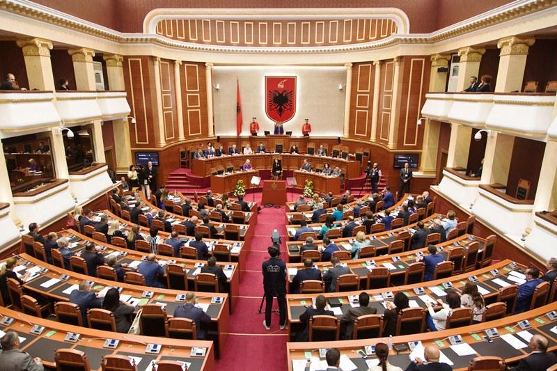 Тирана: Парламент заседава за импичмент на претседателот Мета