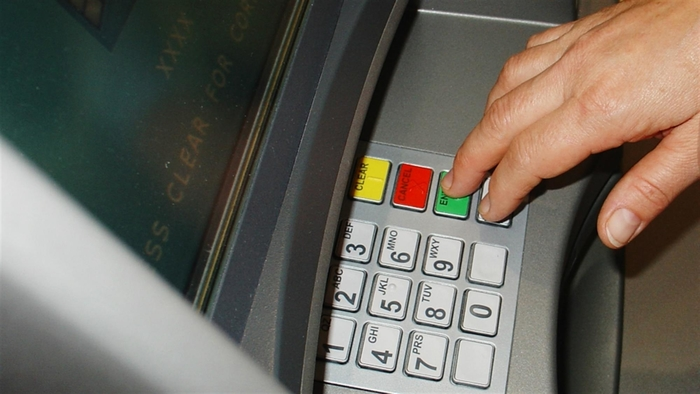 Многу корисен совет: Што ќе се случи ако обратно ги внесете бројките од пинот на банкомат?