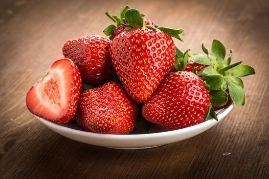 10 придобивки од јагодите