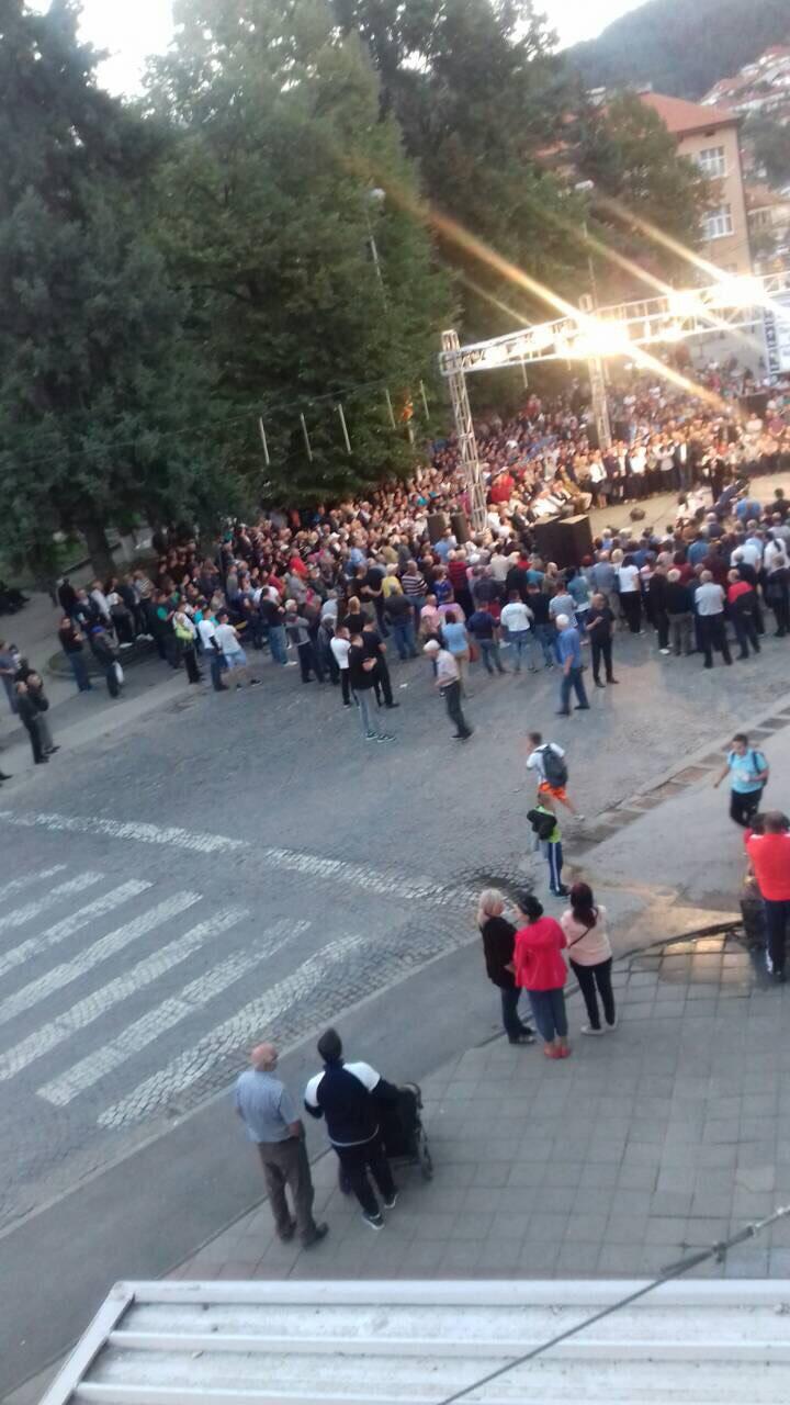 """""""Дури"""" 300-тини луѓе на митингот на Заев во Крива Паланка"""