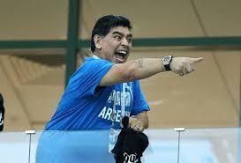 Марадона му упати смртни закани на судијата