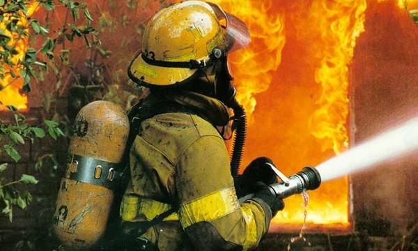 Скопје: Пожарникар починал при гасење пожар