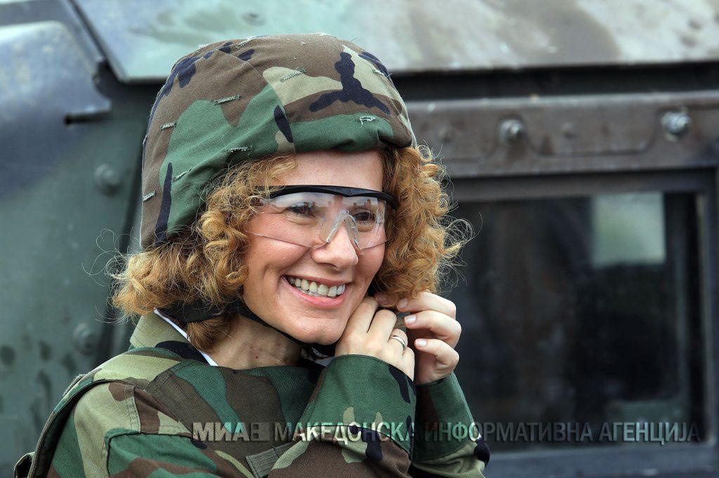 ШЕКЕРИНСКА: Ако не бев политичарка ќе бев учителка, а убаво е чувството на министерка која по толку министри ве внесува во НАТО