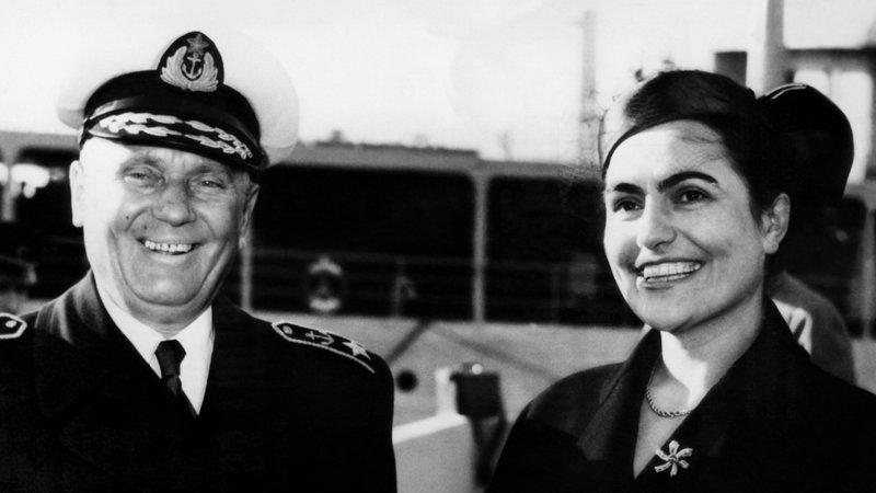 """ТИТО И НЕГОВИТЕ ЖЕНИ (1): Хрушчов го нарекол Тито """"последниот социјалистички султан"""""""