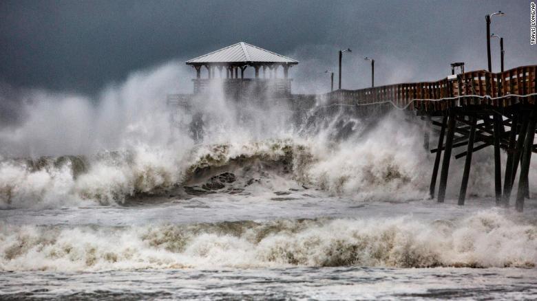 КАТАСТРОФИ ВО АМЕРИКА И АЗИЈА: Ураган удри во Северна Каролина, на Филипини два тајфуна
