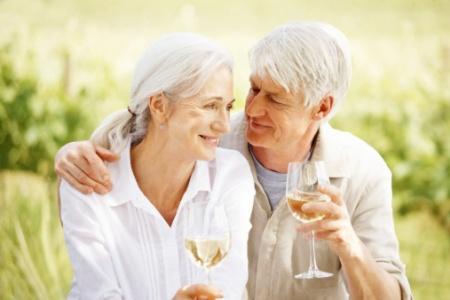 Истражување: Жените живеат подолго од мажите поради естрогенот