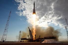 Руска ракета се расипа по полетувањето, космонаутите се спасени (ВИДЕО)