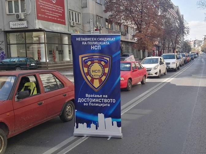НЕЗАВИСЕН СИНДИКАТ ВО МВР: Полицајците сами си шијат униформи или купуваат од дивите пазари