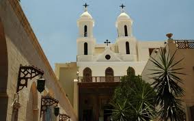Во Египет осудени 17 лица на смрт поради напади врз цркви
