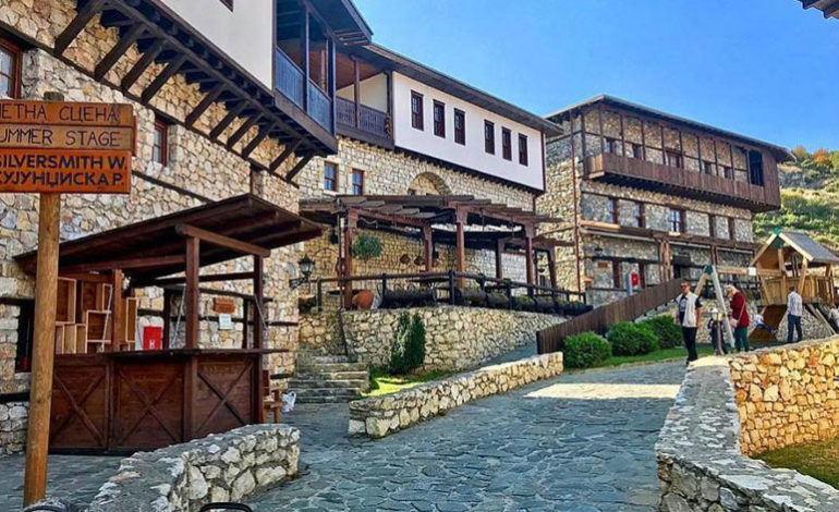 Влада: Комплексот Македонско село ќе биде затворен додека не се донесе друга одлука