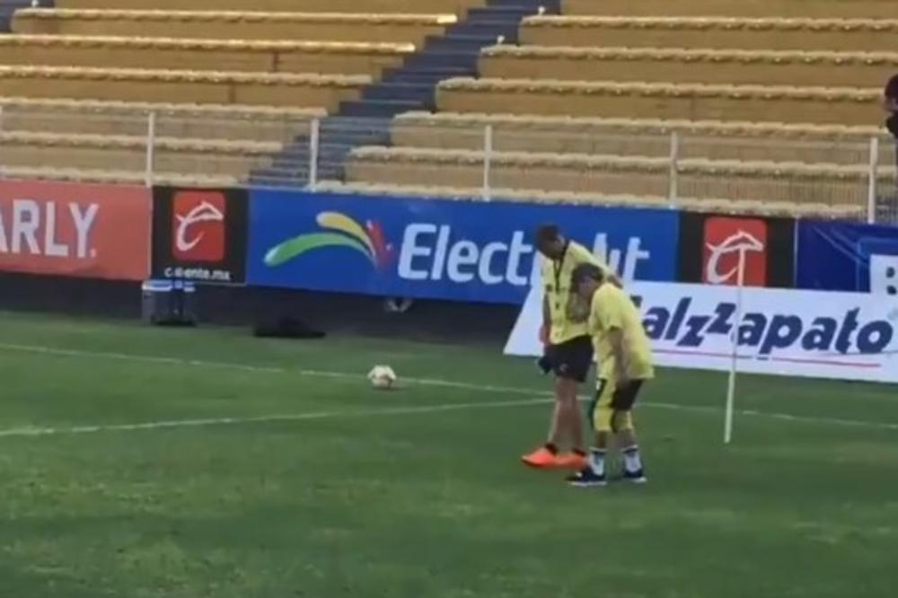 Марадона едвај оди (ВИДЕО)