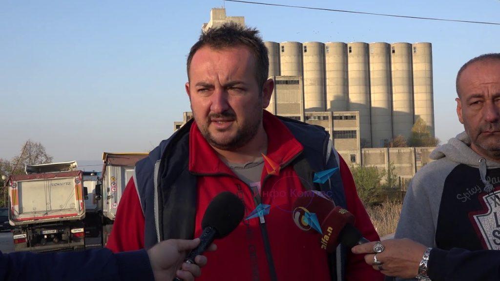 (видео) РЕВОЛТИРАНИ ЗЕМЈОДЕЛЦИ: Силосите на државните резерви се полнат со српска пченица, а нашата стои неоткупена во амбарите