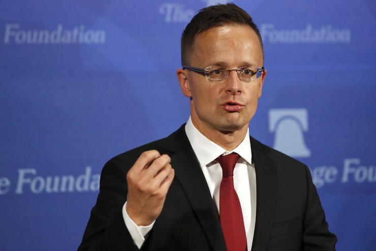 Сијарто: Ни Унгарија, ниту Груевски не прекршиле закон со неговото патување
