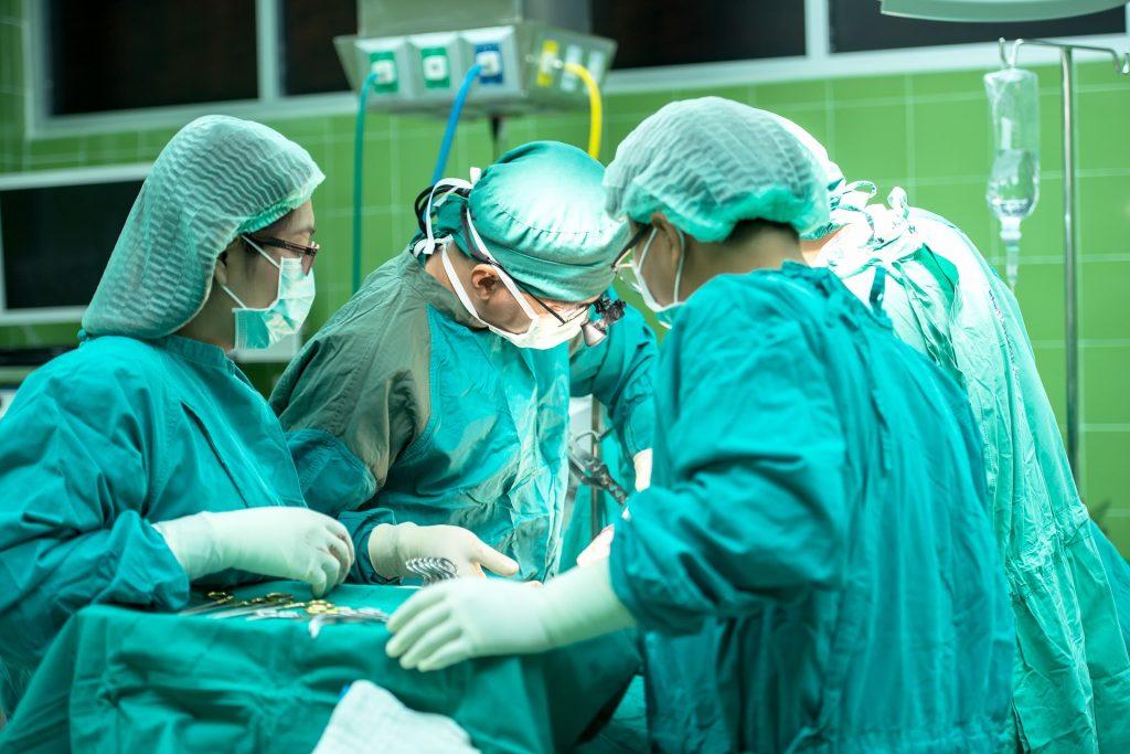 """Успех на словенечки хирурзи: Реконструирале ампутиран нос """"пораснат"""" на надлактица"""
