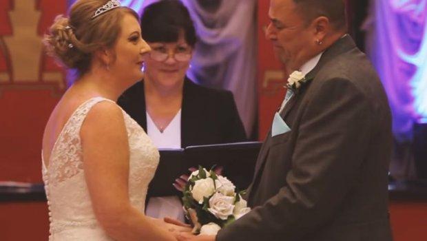 """Младоженец рече """"не"""" на свадба и ги шокираше невестата и гостите, а кога објасни зошто сите почнаа да плачат (ВИДЕО)"""