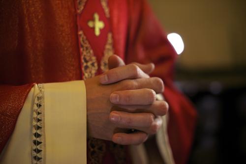 382 свештеника злоставувале малолетници во Полска од 90-те години досега